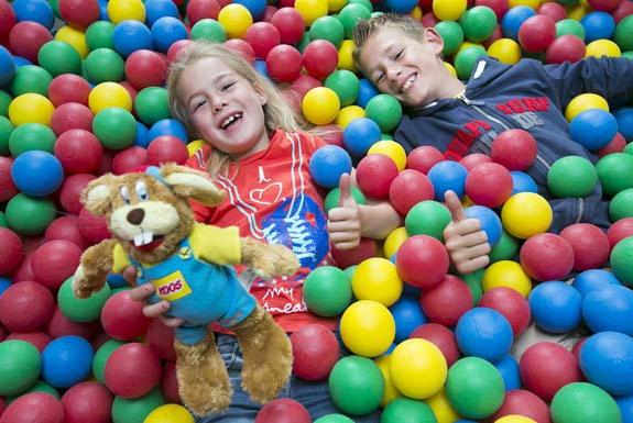 Kinder in der Ballgrube | Ferienresort Bad Bentheim